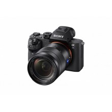 Беззеркальная камера Sony α7S II полнокадрового типа создает видео формата 4K